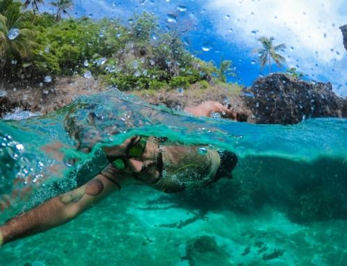 Nadar con careta y snorkel